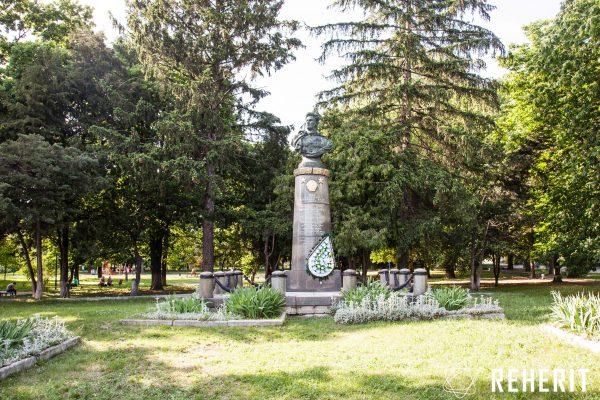 Пам'ятник генералу Івану Черняховському
