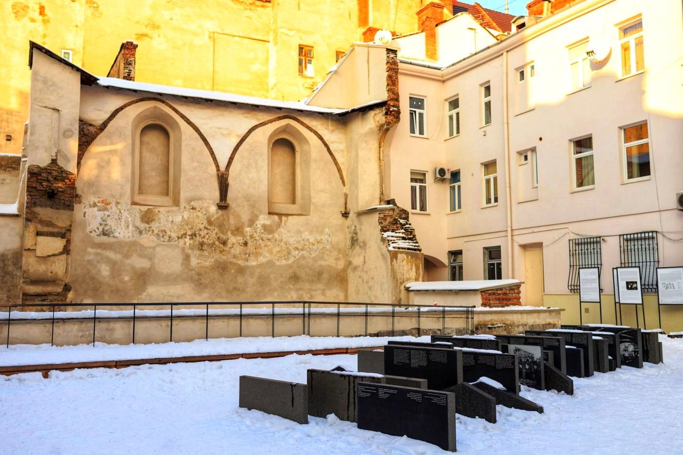 Простір синагог у Львові: як створити громадський простір у форматі місця пам'яті про складну спільну спадщину