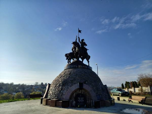 Пам'ятник Івану Гонті та Максиму Залізняку